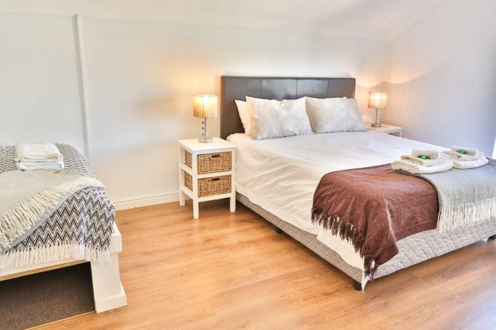 cottage_bedroom1