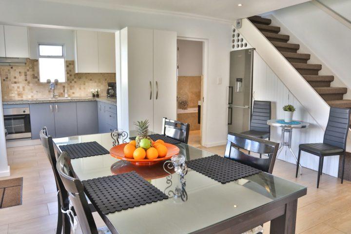 cottage_dining